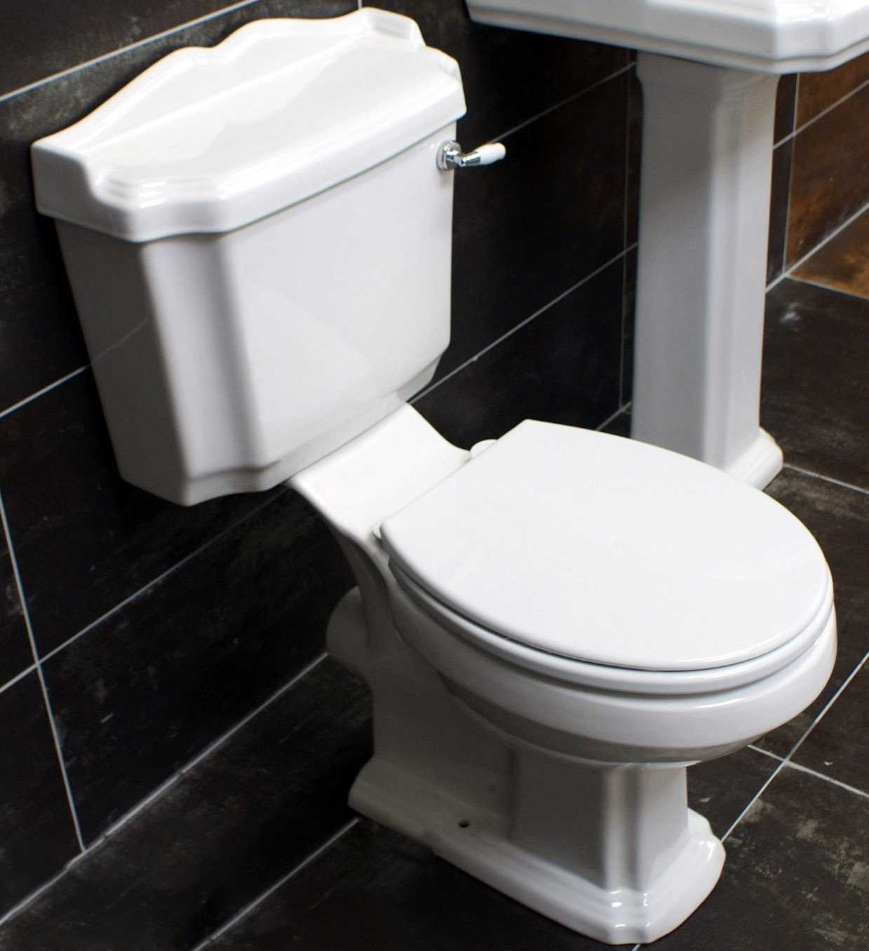 Legend traditional victorian style close coupled toilet for New style washroom